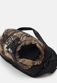 The North Face - BOZER HIP PACK UNISEX - Rumpetaske - tan/black - 3