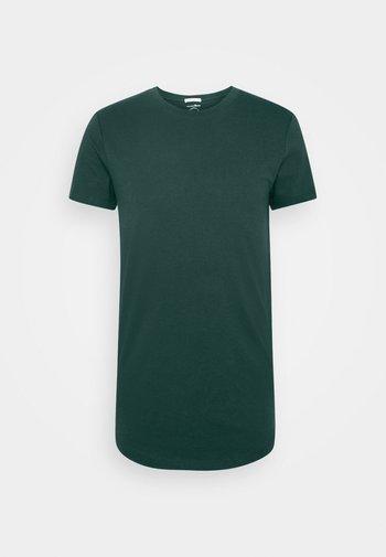 BADGE - T-shirt - bas - deep green lake