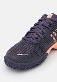 K-SWISS - HYPERCOURT EXPRESS 2 HB UNISEX - Multicourt tennis shoes - graystone/peach nectar - 5