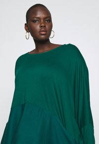CAPSULE by Simply Be - COLOUR BLOCK HANKY TUNIC - Long sleeved top - forest green - 3