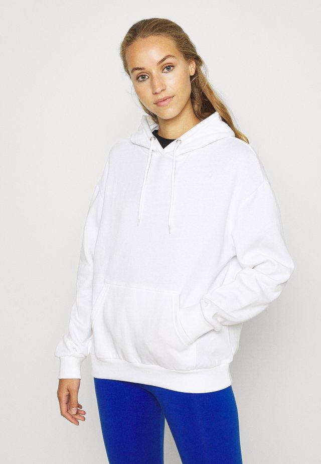 BASIC OVERSIZED HOODIE WITH POCKET - Bluza z kapturem - white