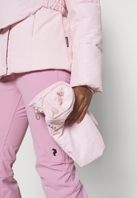 Missguided - SKI JACKET WITH MITTENS AND BUMBAG  - Winter jacket - pink - 5