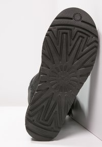 UGG - BAILEY BUTTON II - Korte laarzen - black - 5