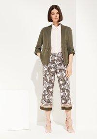 comma - Trousers - beige aop - 1