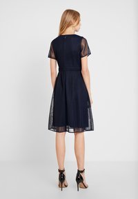 Apart - DRESS WITH FLOWER EMBROIDERY - Cocktail dress / Party dress - midnight blue/bordeaux - 2