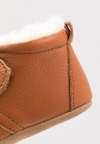 Bisgaard - WARM BABY STAR HOME SHOE - First shoes - cognac - 2