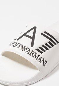 EA7 Emporio Armani - Klapki - white - 5