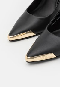 Versace Jeans Couture - Klasické lodičky - black - 6