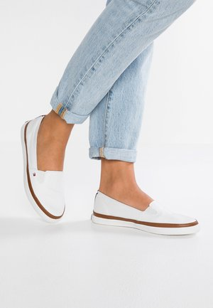 ICONIC KESHA SLIP ON - Loaferit/pistokkaat - white