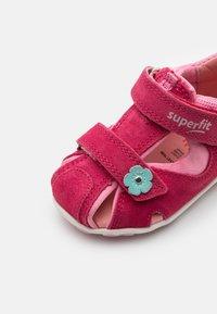 Superfit - FANNI - Sandals - rot/rosa - 5