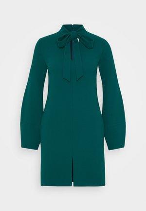 BANANA SLEEVE SHIFT DRESS - Sukienka koktajlowa - emerald green