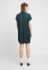Nümph - NUROSEVILLE DRESS - Pletené šaty - atlantic deep - 3