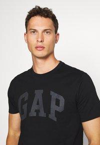 GAP - BASIC ARCH 2 PACK - Print T-shirt - blue black - 4