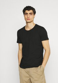 s.Oliver - 2 PACK - T-shirt basic - black - 1
