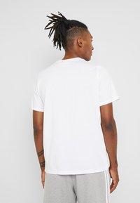 adidas Originals - TREFOIL UNISEX - Camiseta estampada - white - 2