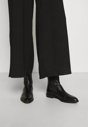 FRANCES - Støvletter - black