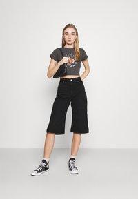 Monki - AGATHA CULOTTES - Shorts di jeans - black dark - 1