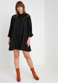Glamorous Curve - INSERT DRESS - Skjortekjole - black - 2