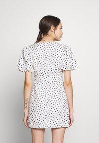 Forever New Petite - DRESS - Sukienka letnia - white/black - 3