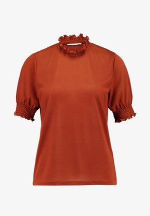 PCLANA SMOCK KEY - Print T-shirt - ginger bread