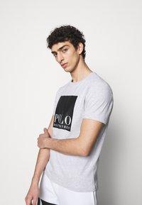 Polo Ralph Lauren - Print T-shirt - smoke heather - 3
