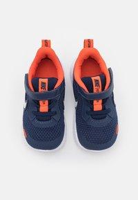 Nike Performance - REVOLUTION 5 UNISEX - Zapatillas de running neutras - midnight navy/white/orange - 3