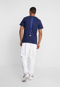 Nike Sportswear - SUBSET TEE - T-shirts print - midnight navy/black/hyper royal - 2