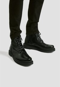 PULL&BEAR - Lace-up ankle boots - black - 0