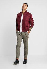Topman - TAPER - Pantaloni - khaki - 1