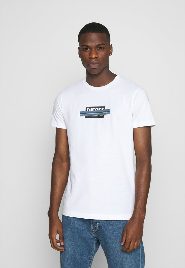 T-DIEGOS-X40 - T-shirt con stampa - white