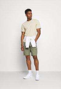 Lee - CARGO - Shorts - lichen green - 1