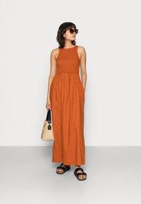 Notes du Nord - VELVET SMOCK DRESS - Maxi dress - burnt caramel - 1