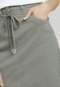 TOM TAILOR - MIT KORDELZUG - A-line skirt - prairie grass green - 4