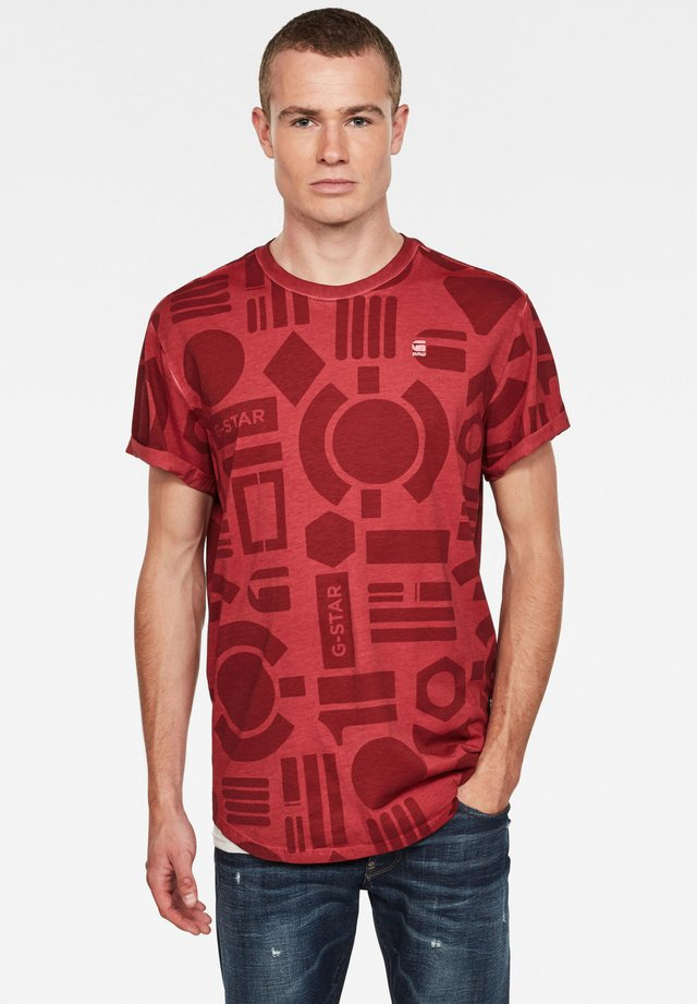 BADGES LASH AOP BADGES - Print T-shirt - dry red badges