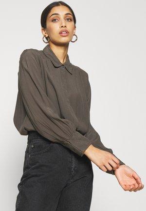 YASSIQUILDA ICON - Bluser - black olive