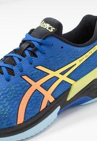 ASICS - SKY ELITE FF - Chaussures de volley - blue/sour yuzu - 5