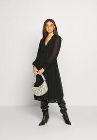NA-KD - MIDI DRESS - Denní šaty - black - 1