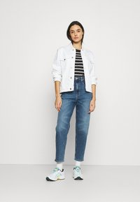 Tommy Jeans - MOM JEAN - Relaxed fit jeans - mid blue denim - 1