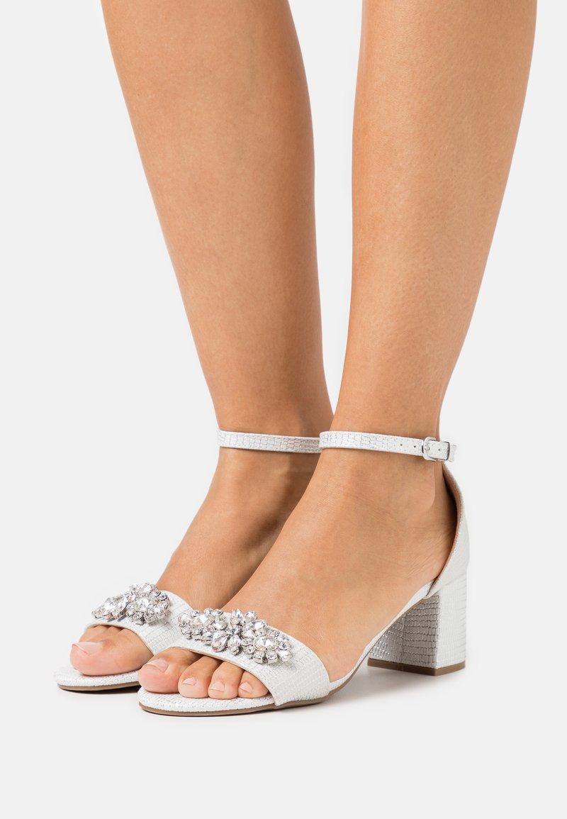 Wallis - SAVOY - Sandals - white shimmer