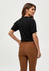Minus - JOHANNA  - Basic T-shirt - black - 2