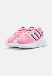 adidas Originals - LA TRAINER LITE UNISEX - Zapatillas - light pink/footwear white/core black - 1