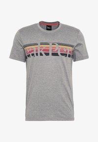 Peak Performance - EXPLORE TEE STRIPE  - Print T-shirt - grey melange - 4