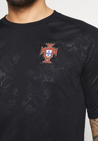 Nike Performance - PORTUGAL  - Print T-shirt - black/challenge red - 5
