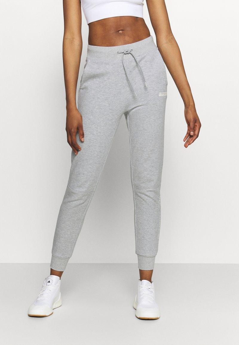 Guess - LONG PANTS - Tracksuit bottoms - light heather grey