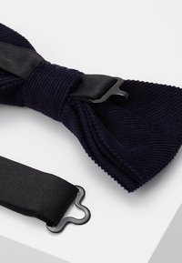 Only & Sons - ONSTBOX THEO BOW TIE HANKERCHIEF SET - Pocket square - dark navy - 3