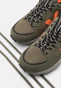 Veja - VENTURI - Trainers - kaki/neon orange - 7