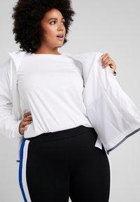 Nike Sportswear - PLUS - Summer jacket - white/cool grey - 3