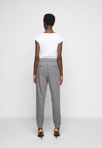 Gap Tall - WARM JOGGER DRAWSTRING - Tracksuit bottoms - grey heather - 2