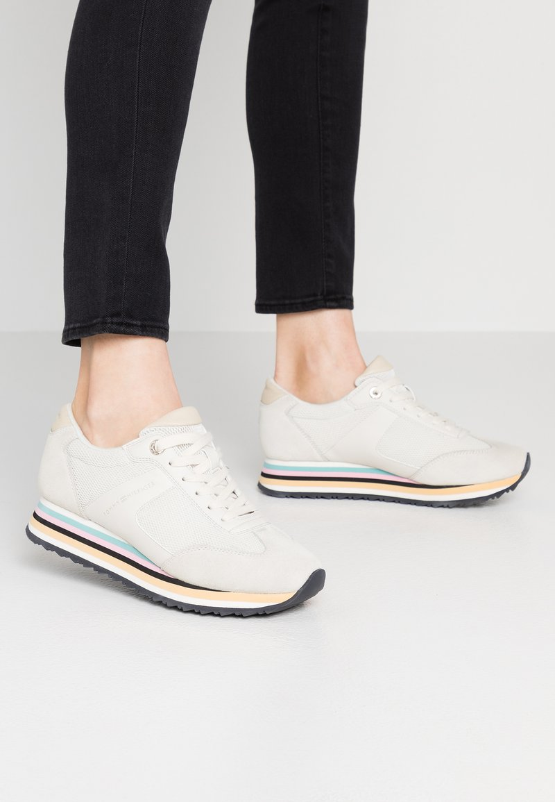 Tommy Hilfiger - STRIPE RETRO  - Trainers - white
