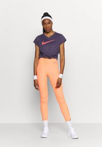 Nike Performance - ICON CLASH RUN  - T-shirt imprimé - dark raisin - 1